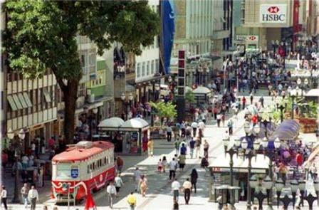 Пешеходная улица вцентре города