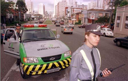 Парковочные инспекторы наулицах города
