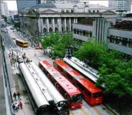 Трассирование автобусных маршрутов пообособленным полосам вдоль осевой линии улиц городского центра