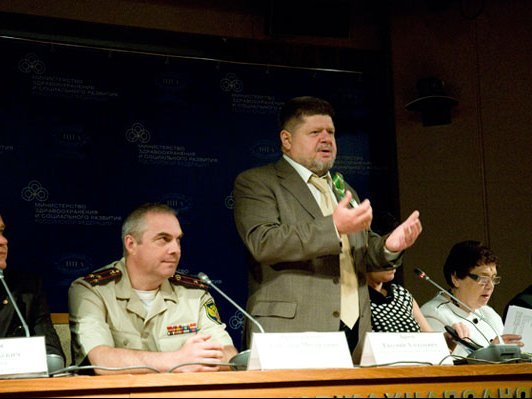 Главный нарколог порекомендовал россиянам невставать спостели 1января