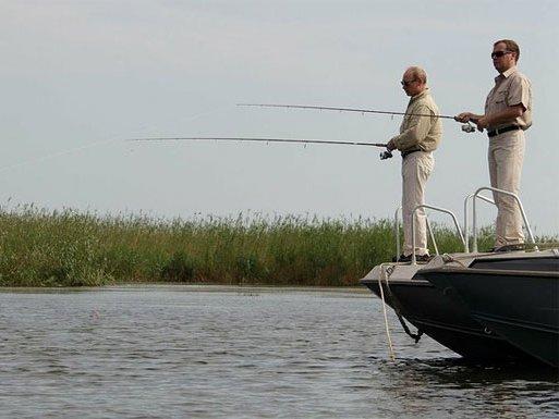Дмитрий Медведев и Владимир Путин на рыбалке.