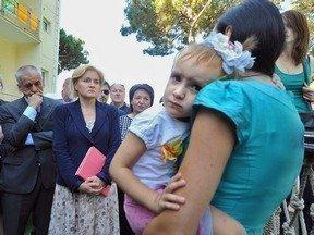 Зампред Ольга Голодец и глава Роспотребнадзора Геннадий Онищенко на встрече с пострадавшими в Крымске