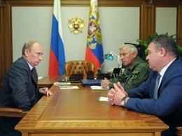 Владимир Путин, Николай Макаров, Анатолий Сердюков. Фото: Официальный сайт Президента РФ