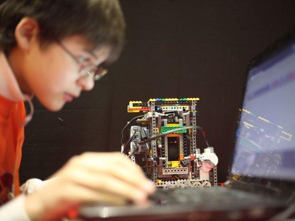 Государственная дума к 2022-ому году примет закон оботношениях робота ичеловека