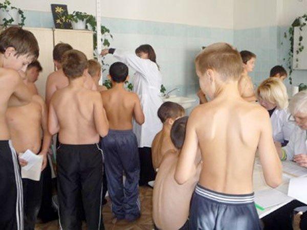 показ школьникам половых органов видео