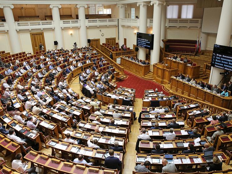 Совет Федерации начал совещание с мин. молчания впамять оФиделе Кастро