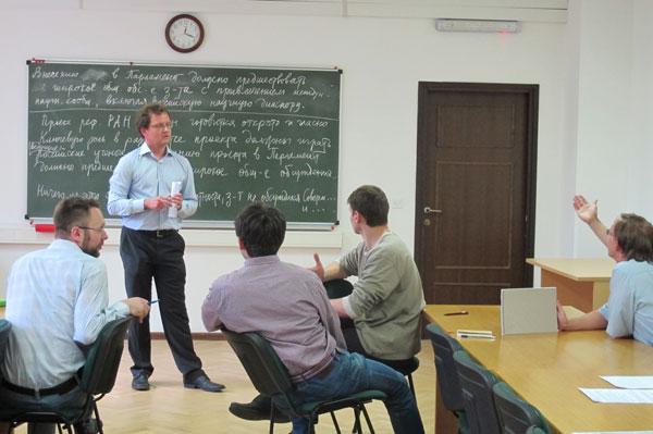 Александр Буфетов на собрании молодых ученых Стекловки, 1 июля 2013 г.