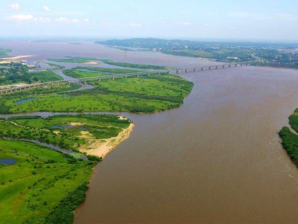 Россия и Китай завершили возведение моста через Амур