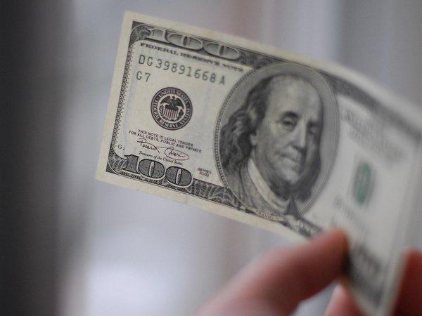 Доллар впервый раз сдекабря опустился ниже 67 руб.
