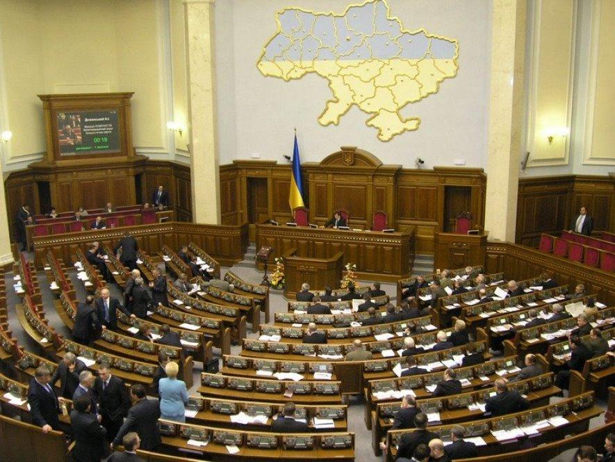 Верховную раду Украины могут распустить весной 2017 года