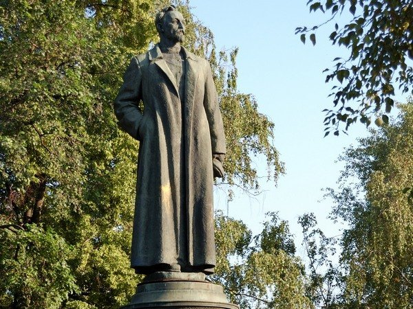 Геннадий Зюганов попросил В.Путина вернуть наЛубянку монумент Дзержинскому