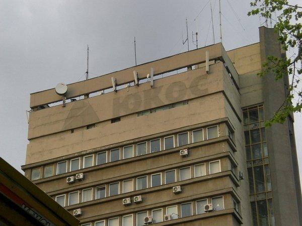 След от вывески ЮКОСа на здании в Воронеже