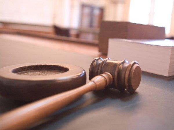 Четверо задержанных пытались покончить ссобой взале суда в столицеРФ