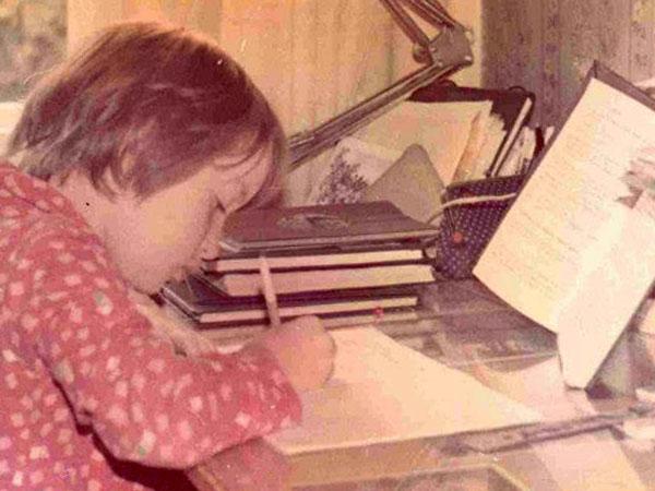 """""""В детстве я ужасно не любила читать, а любила слушать, когда мне читали"""""""