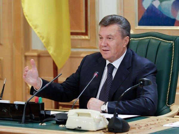 ВКиеве сотни корреспондентов ожидают начала допроса Януковича повидеосвязи