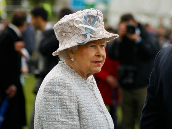 Королеву ЕлизаветуII едва незастрелил гвардеец охраны