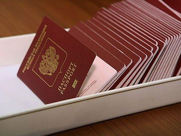 В РФ банкам разрешат выдавать паспорта