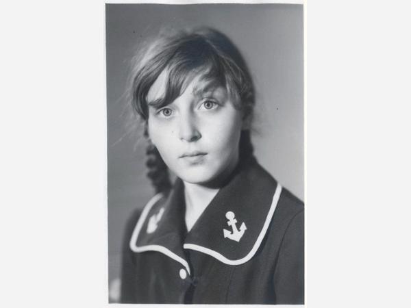 Лена Землинская в 12 лет