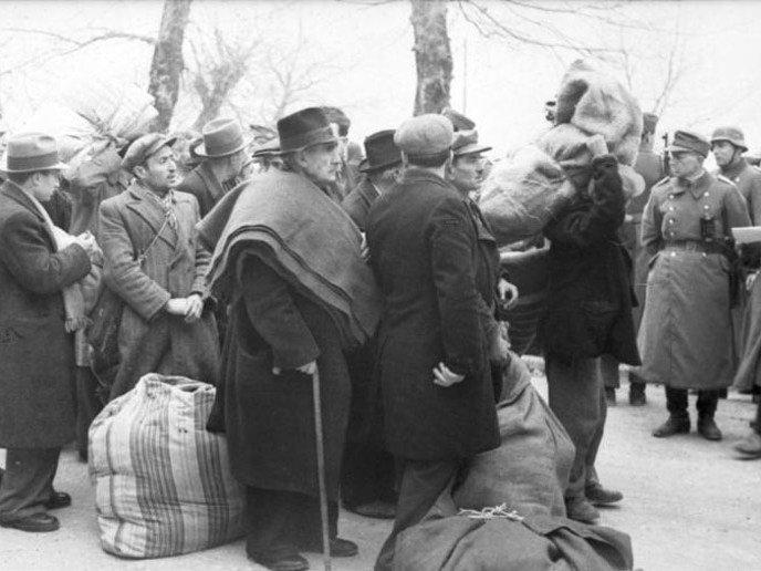 Депортация евреев из Янины в Лариссу (Греция) для дальнейшей переправки в  Освенцим. Март 2d907e3ec02f0