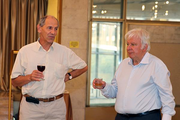 Валерий Рубаков и Владимир Захаров