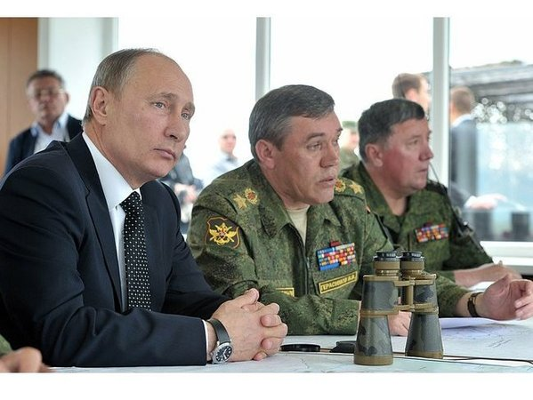 Владимир Путин наблюдает за учениями войск Центрального и Восточного военных округов. Фото: Пресс-служба Президента РФ