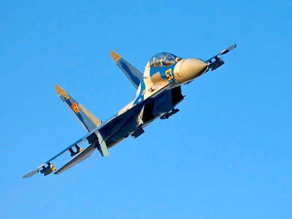 МинобороныРК: впроцессе крушения самолета Су-27 летчику удалось катапультироваться