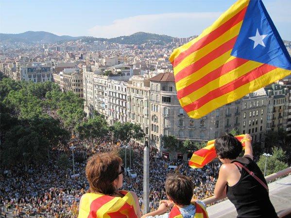 Лидер Каталонии пообещал «атаковать испанское государство»
