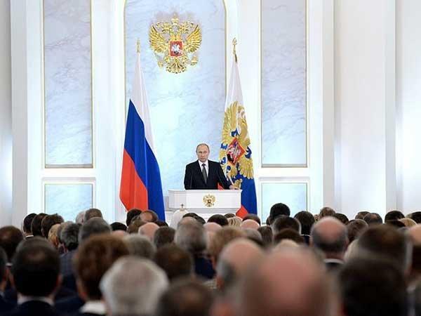 Путин: нужно откровенно подвергнуть анализу революции 1917 года вгод их 100-летия