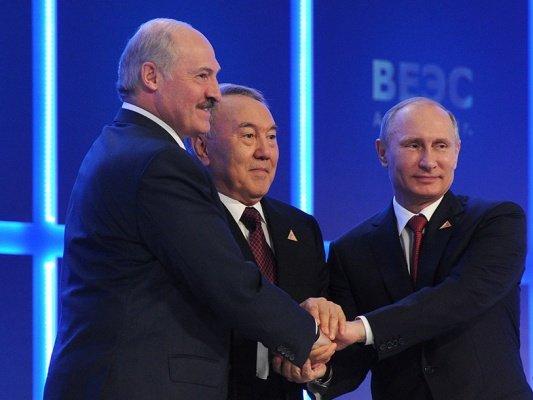 Таможенные посты вЕАЭС моглибы быть общими — Путин
