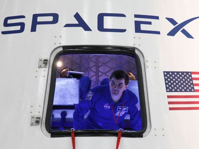 SpaceX подала заявку наразмещение 4425 спутников для доступа вИнтернет