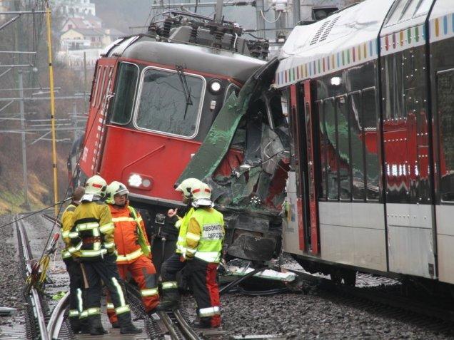 Швейцария: столкнулись два поезда
