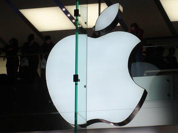 Беспилотный автомобиль Apple попал в ДТП