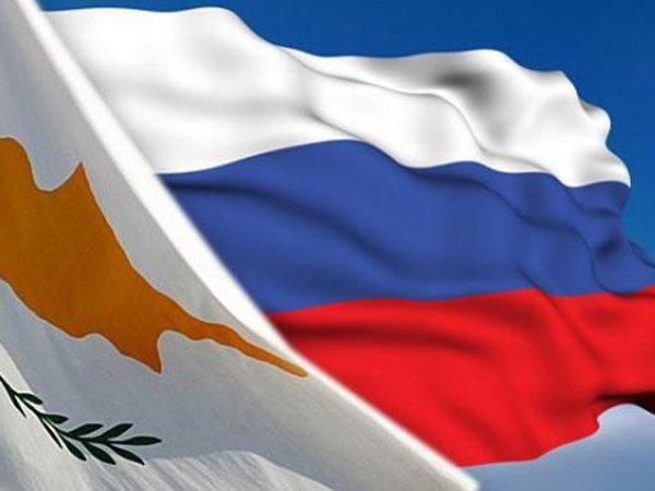 Флаги РФ и Кипра
