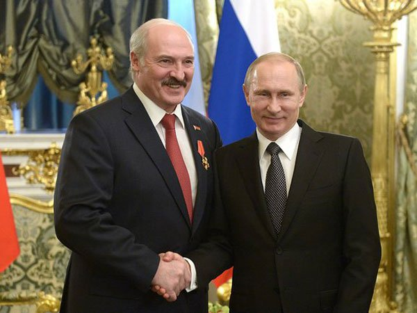 Лукашенко ожидает от Владимира Путина ответа наприглашение прибыть научения «Запад-2017»