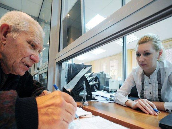 Минтруд: пожилые люди без денежных средств неостанутся