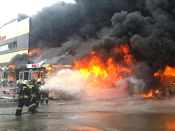 Пожар в казанском ТЦ «Адмирал»