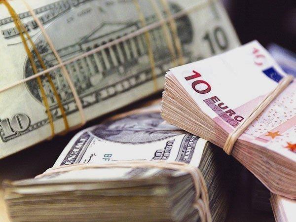 Курсы доллара иевро упали после сокращения основной ставкиЦБ