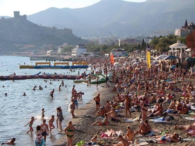 Руководитель Ростуризма порекомендовал туристам неменять планов иприезжать вКрым
