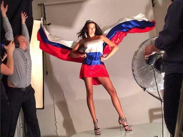 употребления насвая девушки в костюме флага россии мдк только дисплее появилось