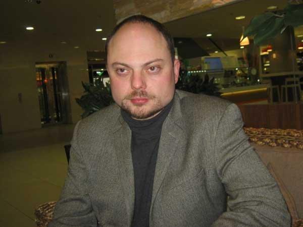 НаВладимира Кара-Мурзу напали впроцессе съемок фильма оНемцове