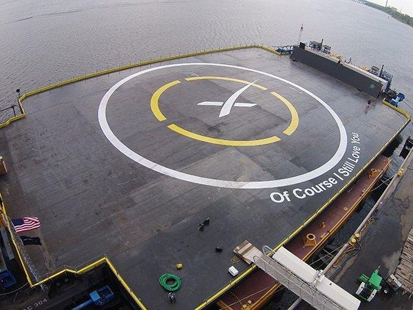 Баржа компании SpaceX