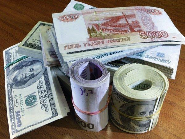 Официальный курс доллара снова достиг 56руб.