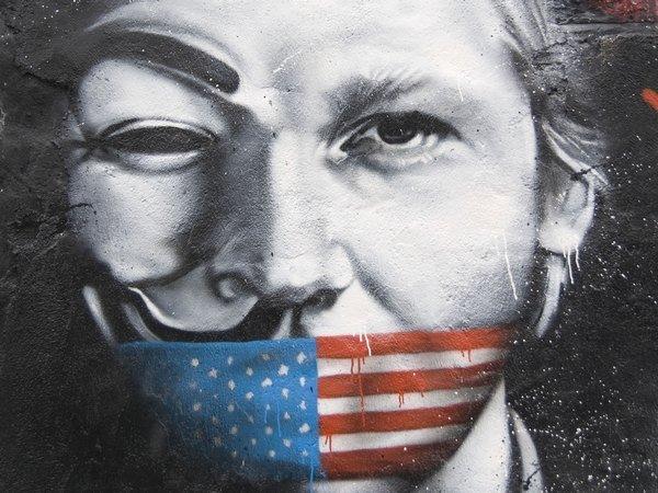 Ассанж пообещал разместить наWikiLeaks интересные материалы оКлинтон