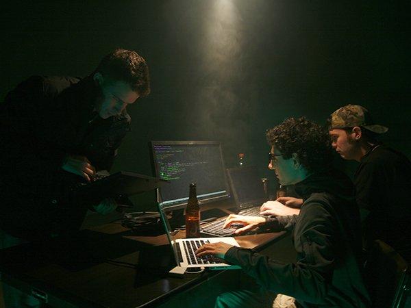 Офицеров ФСБ обвинили вгосизмене из-за передачи данных о русских хакерах