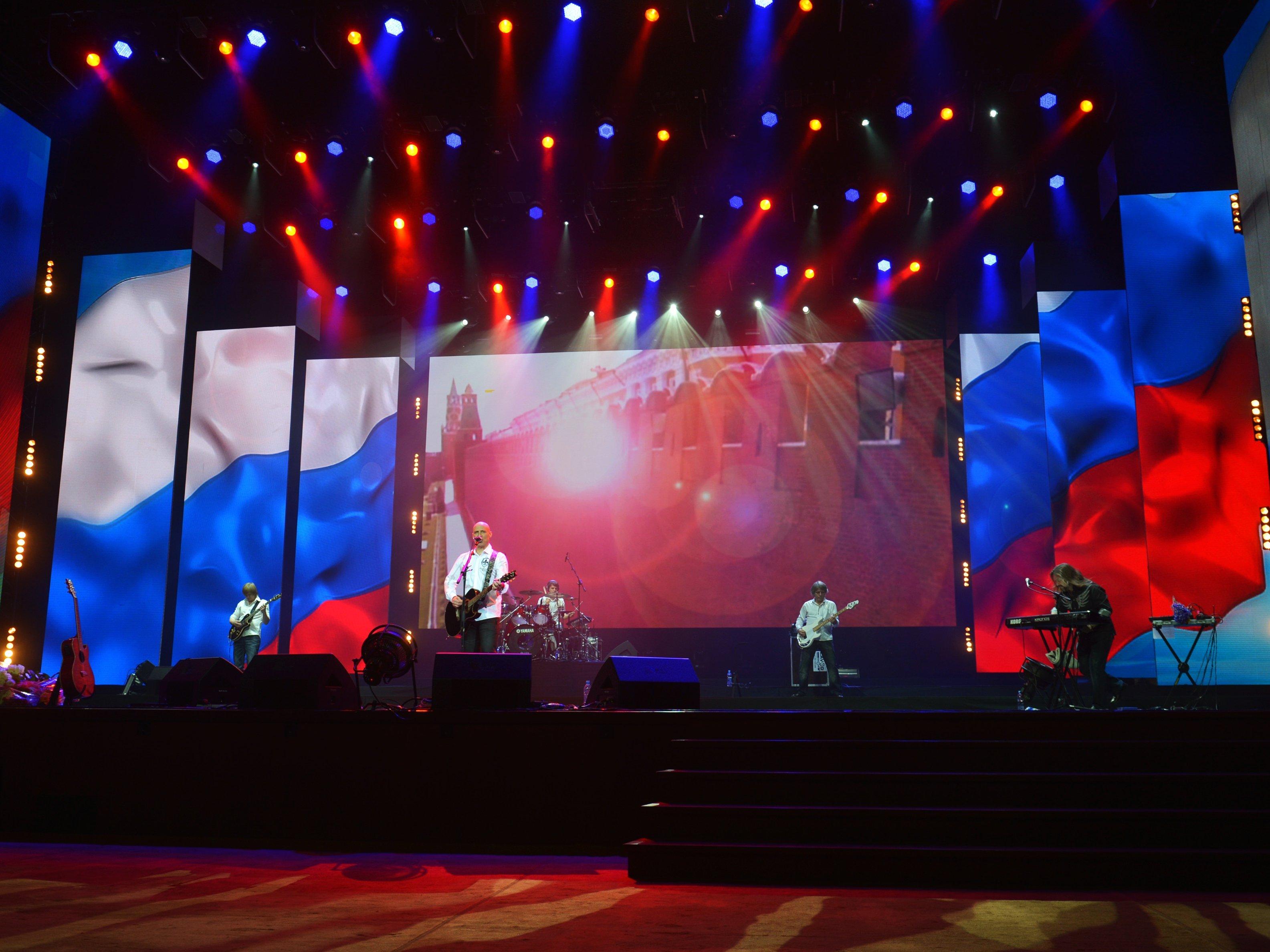 Триколор на сцене