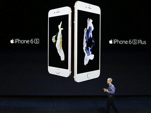Тим Кук во время презентации iPhone 6S и iPhone 6S Plus