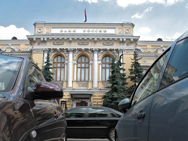 ЦБ желает освободить банки от обязанности открывать попавших под санкции совладельцев