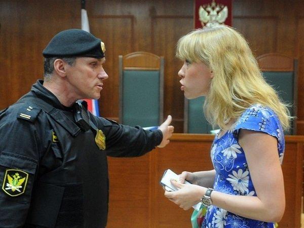 Координатора «Открытой России» Баронову увезли вОВД после передачи заявлений Путину