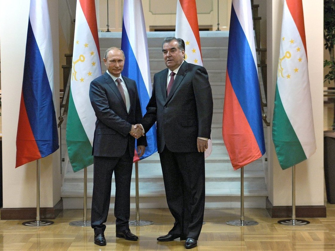 ВДушанбе Владимир Путин провел переговоры спрезидентом Эмомали Рахмоном