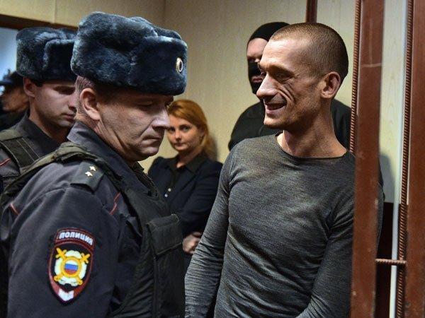 Павленский пытался изнасиловать нашу актрису— Продюсер Театра.doc